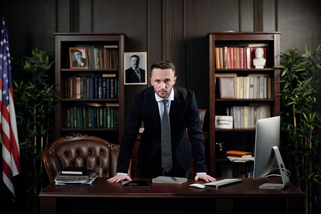 Adwokat, kiedy warto skorzystać z jego usług?